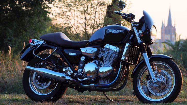 Triumph Thunderbird 900 customized.