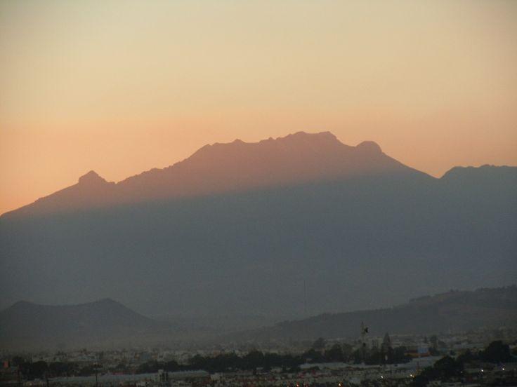 Ixtacihuatl, la bella mujer dormida al atardecer en Puebla