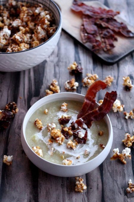 Velouté de panais à la moutarde, popcorn caramélisé au lard