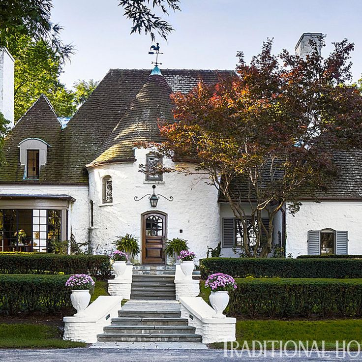 This head-turning tudor proved the power of love at first sight. Read on: http://www.traditionalhome.com/design/beautiful-homes/tudor-style-home-modern-makeover