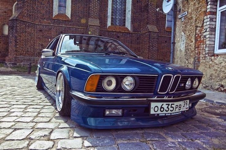BMW E24 M635CSi blue slammed