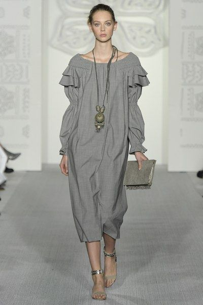 http://www.vogue.com/fashion-shows/spring-2017-ready-to-wear/daks/slideshow/collection