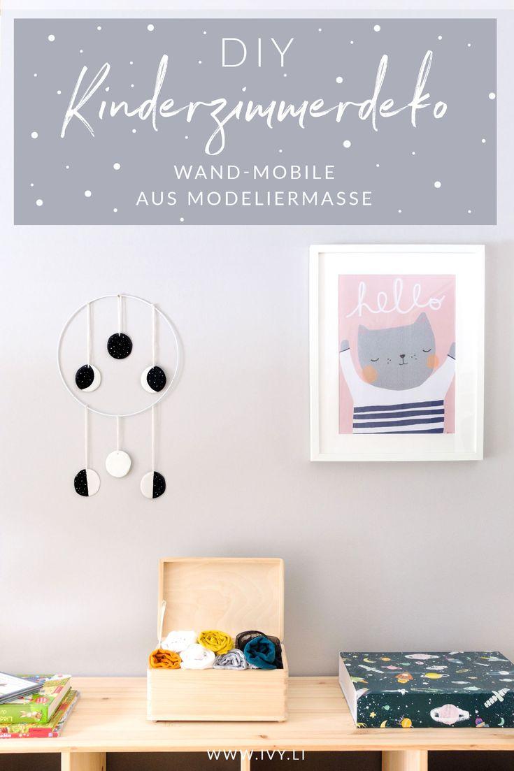 DIY   Wand-Mobile kleine Mondphase   Wanddekoration selber machen   Wall Hanging   Basteln mit Modeliermasse FIMOair   Lufttrocknender Ton   Kinderzimmerdeko   Schlafzimmerdeko   #kinderzimmer #deko #diy #wallhanging #selbermachen   Mehr auf ivy.li