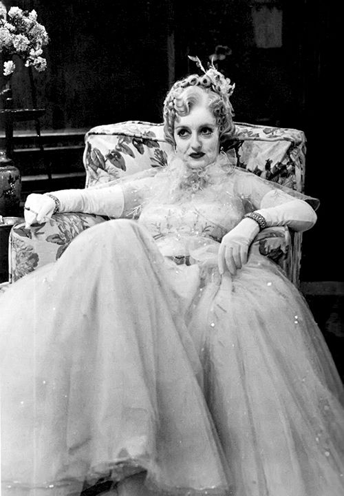 """ Bette Davis on the set of Mr. Skeffington, 1944 """