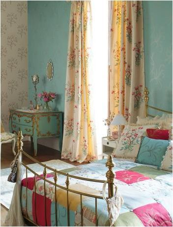 23 Fabulous Vintage Teen Girls Bedroom Ideas - ArchitectureArtDesigns.com- love wallpaper and then painting