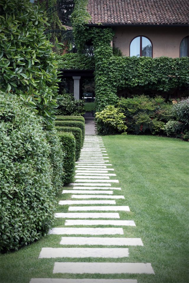 Gorgeous garden path...simple idea, but visually so interesting.
