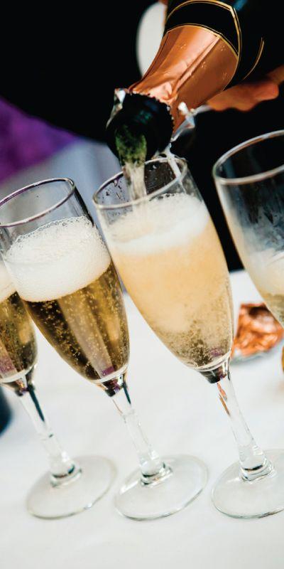 Hva gir man til hun som har alt? En mulighet til å lære om alt om de gylne boblene. Gi et gavekort på Champagnesmaking - lukt, smak og bli forført!
