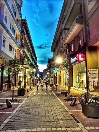 Τρίτη απόγευμα ..Ώρα για χαλάρωση με βόλτα, καφέ ή ψώνια στους όμορφους πεζόδρομους της πόλης μας! www.nantinhotel.gr #PedestrianStreets #IoanninaCentre #Ioannina #Epirus #Greece #Nantinhotel #Ioanninahotel #Bed_and_Breakfast