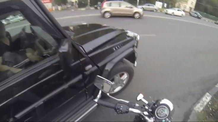 Dieses Mädchen auf einem Motorrad ist gegen Müll - http://www.dravenstales.ch/dieses-maedchen-auf-einem-motorrad-ist-gegen-muell/