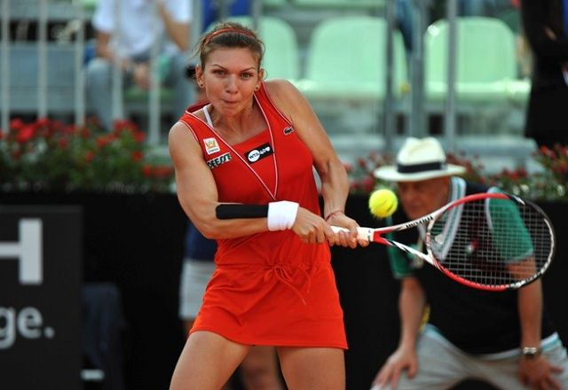 An interesting, albeit slightly unexpected semi-final is scheduled to take place on Saturday afternoon at the Mutua Madrid Open, as fourth seed Simona Halep meets Czech No. 1 Petra Kvitova for a spot in the final. This marks the second time these two competitors will meet on the professional tour, with Halep leading the Head to Head series 1-0.