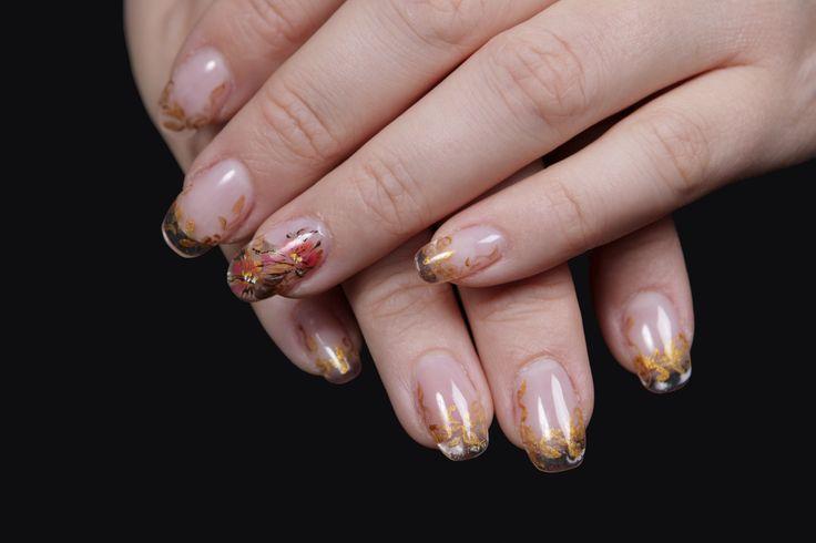 Incearca un model de unghii cu acryl perfect pentru toamna! Daca esti in cautarea unor unghii cu acryl delicate si feminine, atunci acest model este pentru tine!