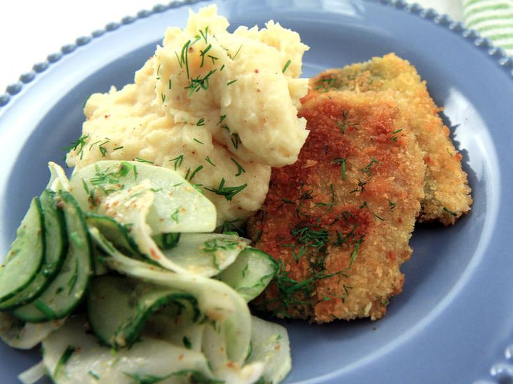 Stekt strömming med potatismos, brynt smör och gurksallad