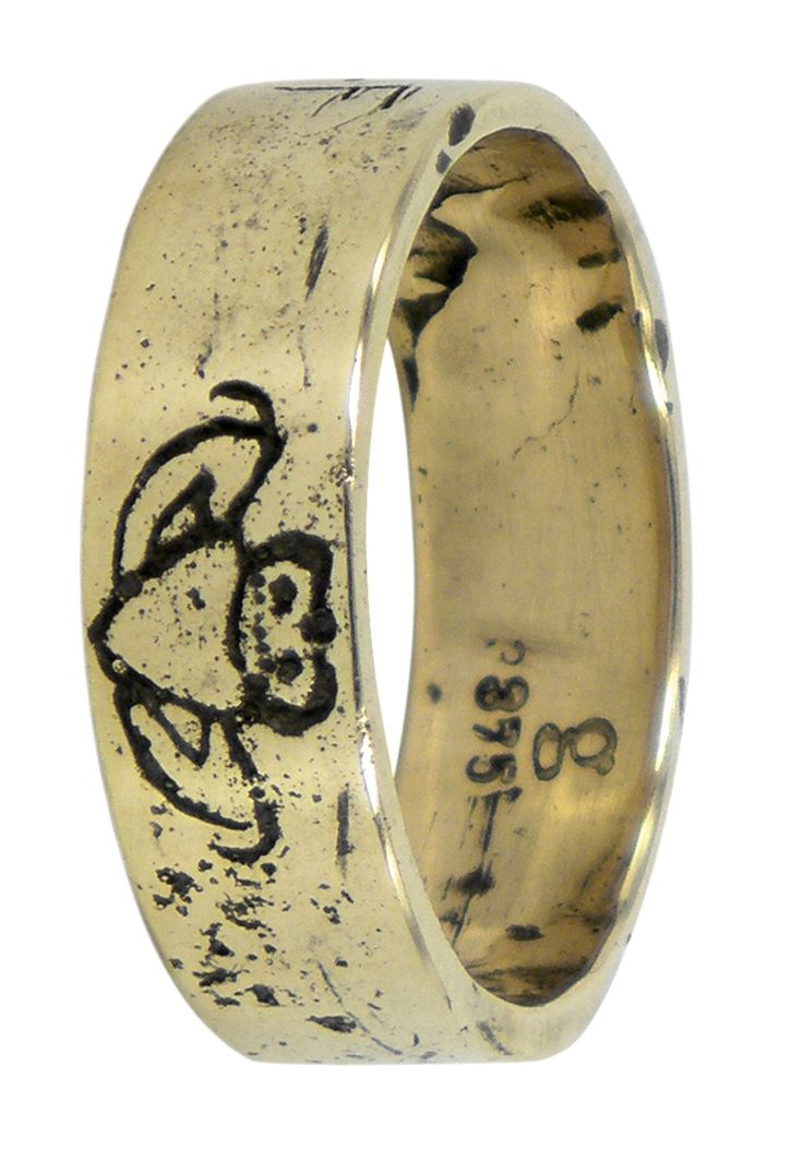 Engraved claddagh wedding ring in 9ct yellow gold