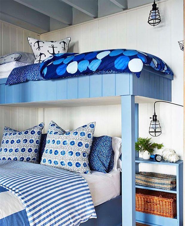 Décor animé et lits superposés dans la chambre d'amis