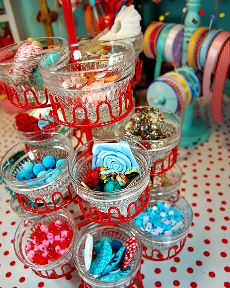 Isn't this a cute way to store your jewelry? Just take a cupcake shelf and put some jewelry in each cup for a girly creative touch.
