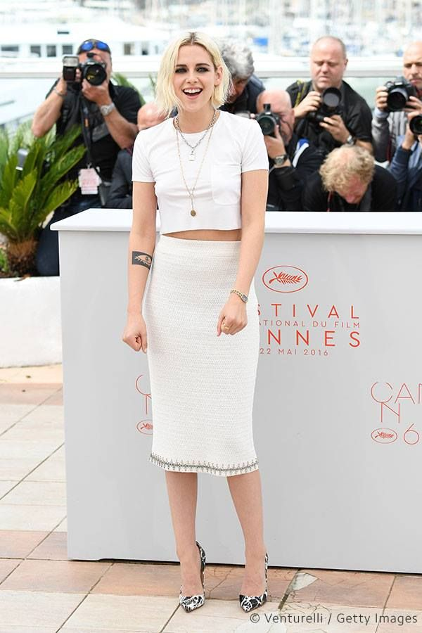 Kristen Stewart, décontractée, prend la pose #cannes #festivaldecannes #cannes2016 #star #people #fashion #kristenstewart