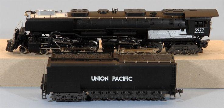 HO - AHM/Rivarossi 4-6-6-4 Challenger with Smoke Deflectors, Union Pacific 3977 #AHMRivarossi