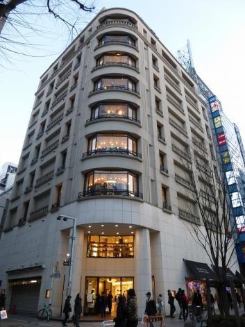 バーニーズニューヨーク新宿店 - 3-18-5 Shinjuku, Shinjuku-ku, Tōkyō / 東京都新宿区新宿3丁目18-5