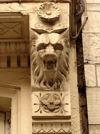 Lion at Rue des Fripiers 8., Brussels