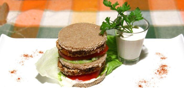 Ricette vegane : Sandwich con hamburger vegano di azuki rossi | lecobottega.it
