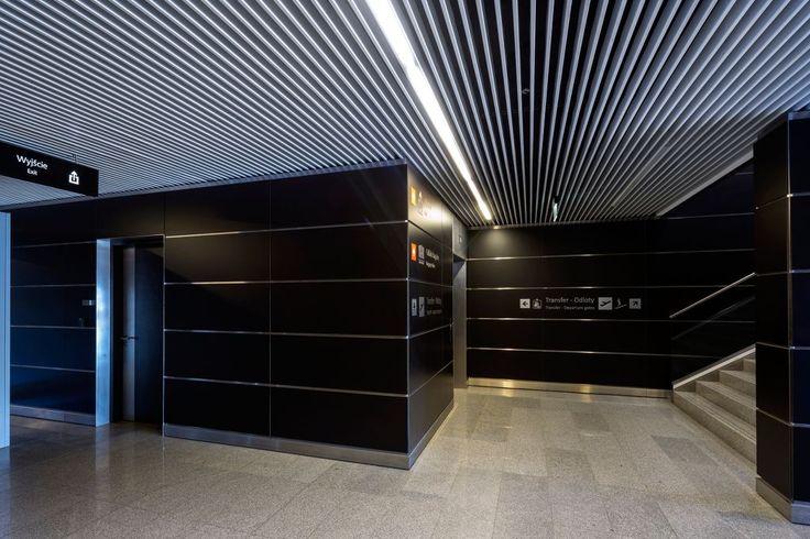 Lotnisko, Wrocław, Armstrong, sufity podwieszane, sufit akustyczny, acoustic, ceiling, Metal Baffle