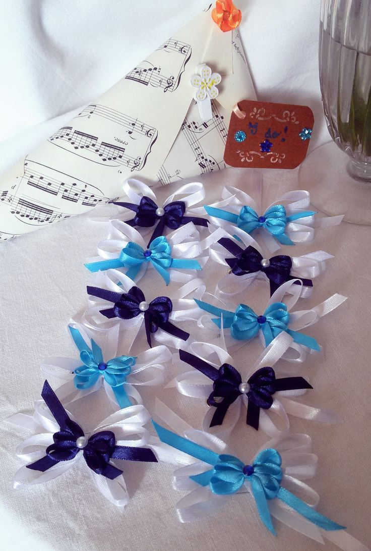 White and blue satin ribbon bows by Rocreanique