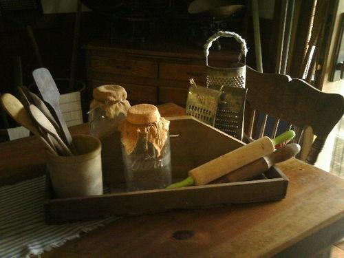 prim kitchen table display. beautiful ideas. Home Design Ideas