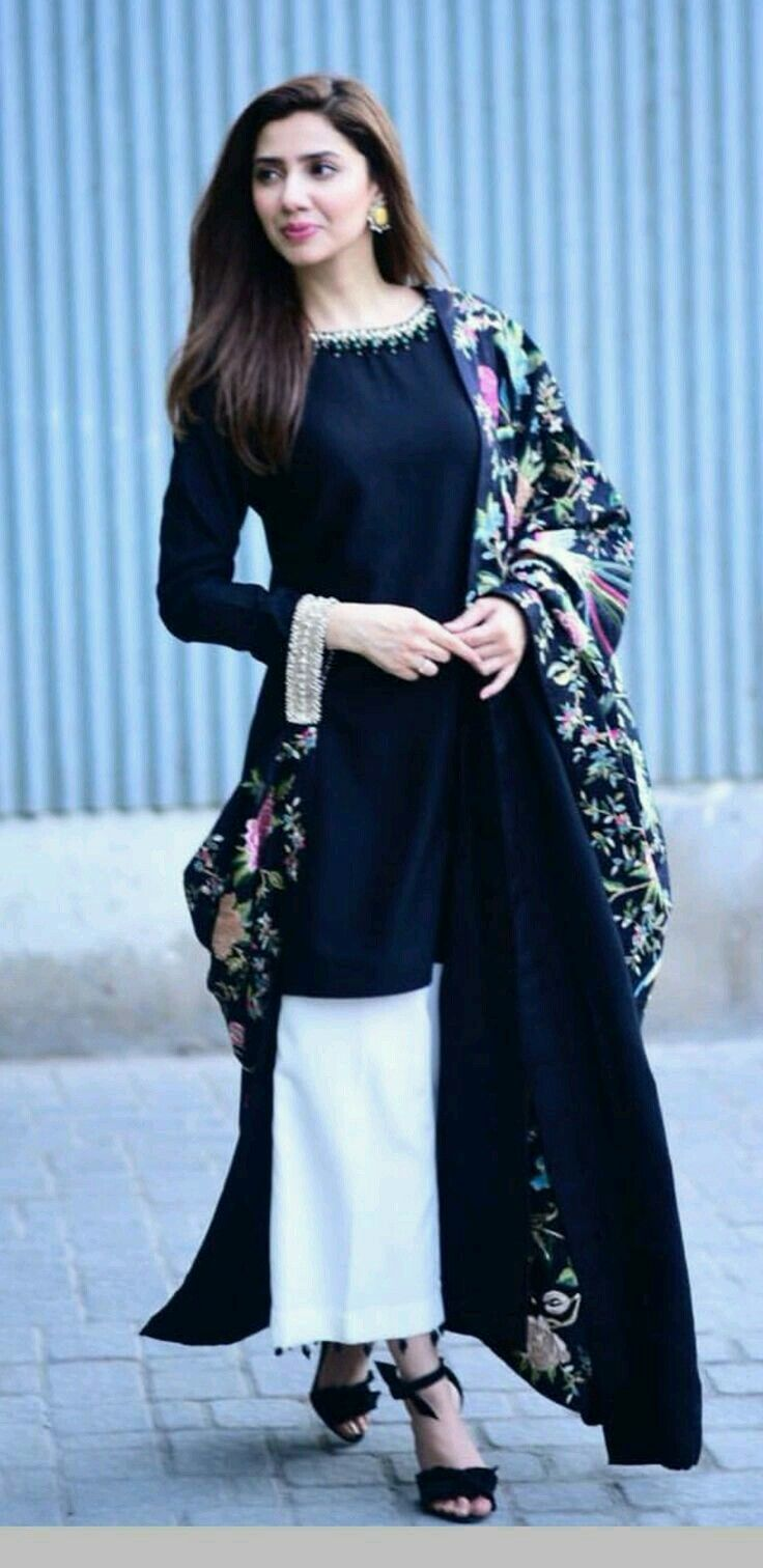 68ad3ef4b1 Plain suit paired with a printed dupatta | Styling!! | Pakistani ...