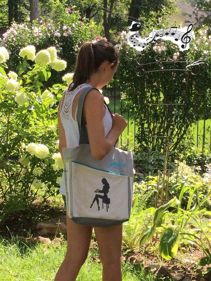 Julia in the garden with her bag PIANISTA,