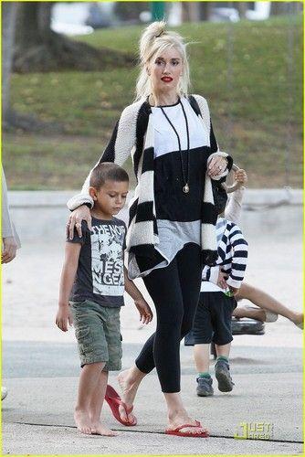 Gwen Stefani - omg, I need red flip flops!
