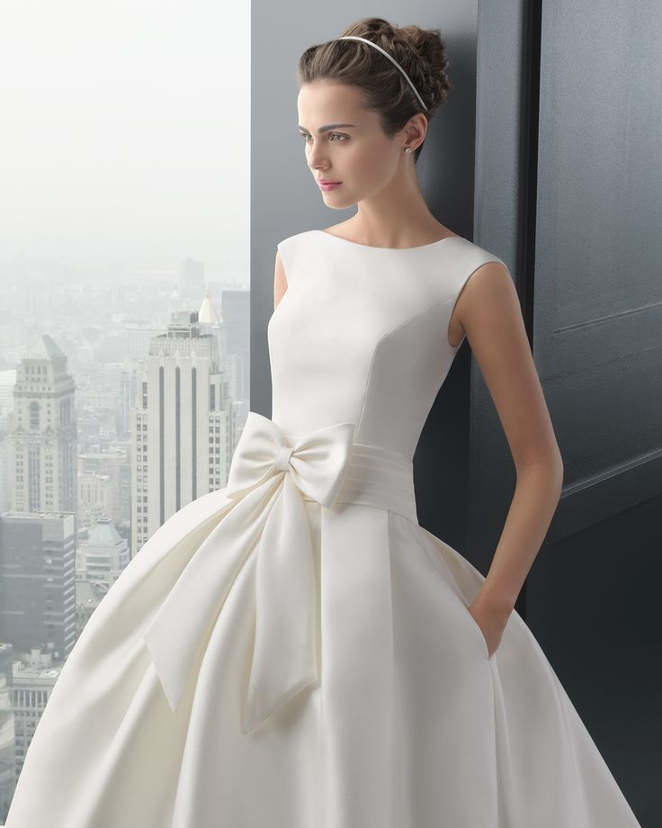 8A145 RHODESIA   Wedding Dresses   2015 Two Collection   Rosa Clara   Mikado dress, with side pockets and wide pleated waistband with large tied up bow, in natural colour. (Close up)