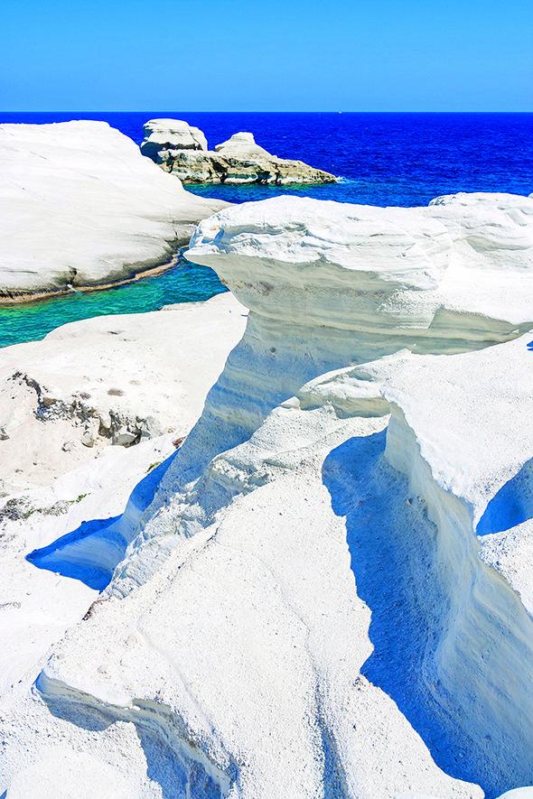 Εντυπωσιακοί σχηματισμοί βράχων στο Σαρακήνικο...