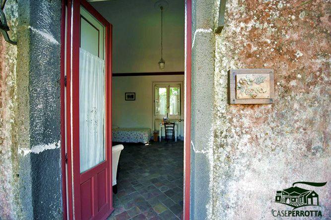 Stanza Rosa con balcone privato (ingresso)