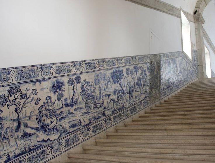 Lisboa, Monastery of São Vicente de Fora, Escadaria dos Cardeais [photo: Sabine Rissmann] #horizontal #vertical #autonomy #welldefinededges #blueandwhite #azulejo #frame #collaborativetimeline