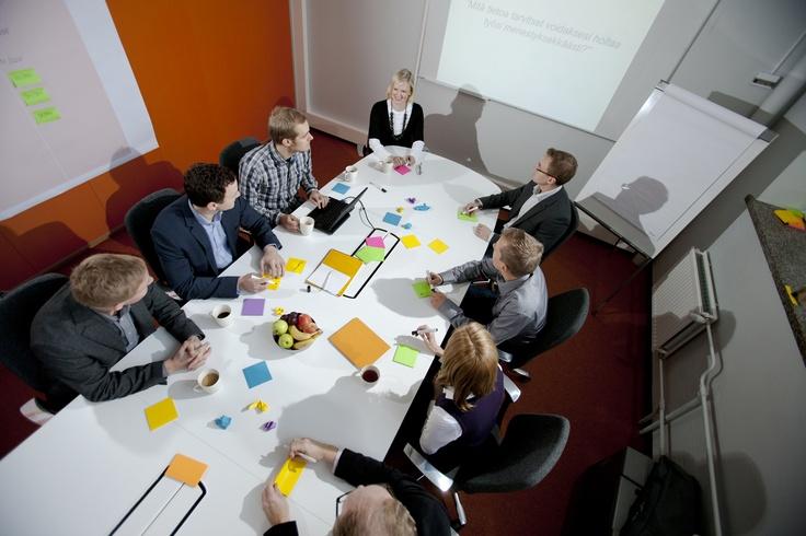 Työskentelet asiakasrajapinnassa ja hallitset työpajamenetelmien laajan kirjon. Osaat vetää tehokkaita työpajoja, joissa synnytät yhdessä asiakkaiden kanssa seuraavat menestyskonseptit.