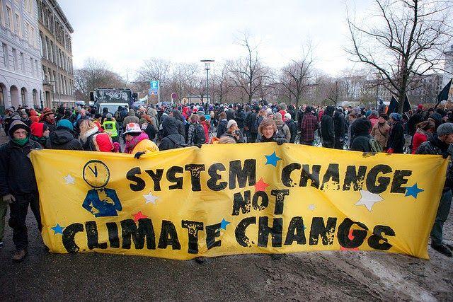 Aksi demo menentang perubahan iklim