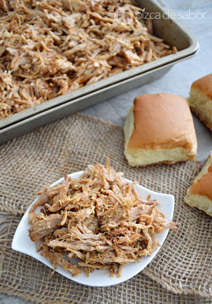 Aprende a elaborar un puerco o cerdo deshebrado estilo pulled pork en la olla de cocción lenta o crockpot. Muy fácil de elaborar y con un sabor delicioso.