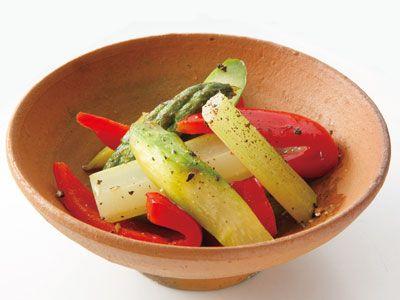 炒めサラダ | いつものサラダ野菜をアレンジ!炒めることで食べごたえアップさせましょう。仕上げの酢で、口当たりもさっぱりですよ。