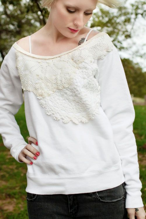 An idea to recycle an old sweatshirt: Diy Ideas, Diy'S, Diy Fashion, Sweat Shirts, Lace Sweatshirt, Diy Sweatshirts, Diy Clothing, Crochet Doilies, Comfy Sweatshirts