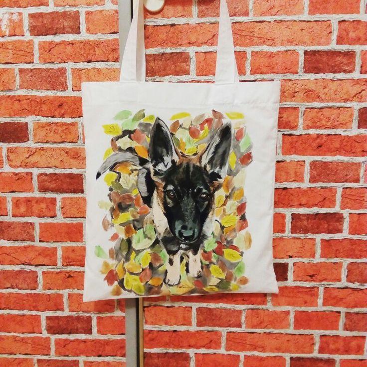 Německá ovčanda Tara zdobí plátěnku, ve které ji páničci nosí mňamky :-)
