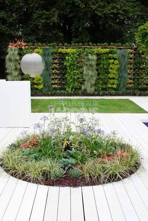 Terrasse circulaire sarah rule plantes et v g tation for Terrasse mur vegetal
