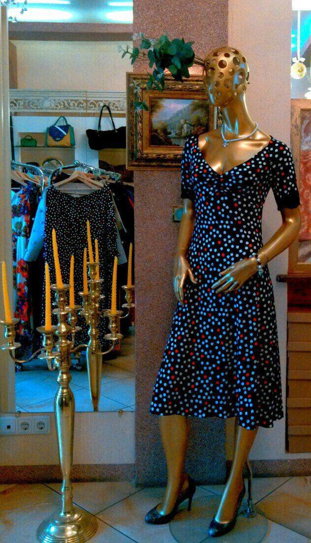 Платье от Елены Макухиной!  Расцветка испанского мотива и особы крой ткани сделают ваш силуэт еще стройнее и грациознее, а глубокое декольте и кружево на манжетах придадут вашему образу ту самую сексуальность, которую ценят интеллектуальные мужчины.  Спешите приобрести в это потрясающее платье #ArtBoutiqueMancini на ул. Фурштатская, д. 19. Мы открыты ля вас каждый день с 11 до 22. Тел.: 8(812) 273 31 13  #art #boutique #Mancini #ЕленаМакухина #spb #fashion #shopping #look #spain #summer…