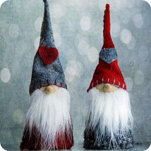 How cute would it be to hide one of these gnomes for 12 days of Christmas? ...Dang cute that's how.
