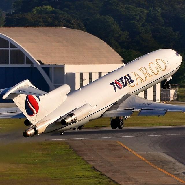 Boeing 727 al decollo