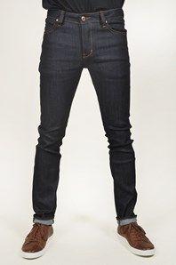 Iggy skinny är jeansmodell med smal tight passform med normal midja. Här i en otvättad denim. Jeansen har en svart Neuw-label bak, zick-zack söm på bakfickan och Neuw nyckelring fram. Knappgylf. Jeansen är i en bomullskvalité med stretch som är väldigt bekväm. Normal i storleken. 98% bomull, 2% elastane.