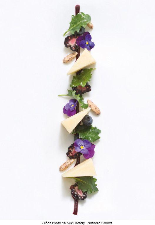 #Recette de #Cantal Entre-Deux, feuilles de Kale, #mûres fraîches, amandes mondées, gel de #myrtilles vinaigrette