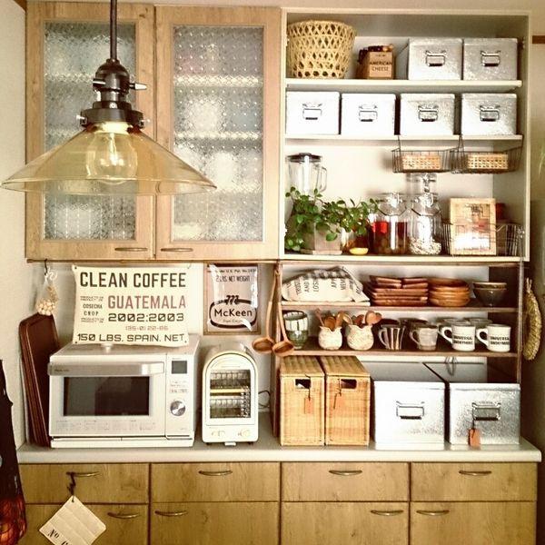 お家の食器棚の中は上手く収納されていますか?扉を閉めちゃえば見えないし、特に気は使っていないなんて方も多いのではないでしょうか。しかし、食器をキレイに収納すれば使いやすさが増すだけでなく、見た目も素敵に♡そんな素敵な収納術を、Instagramからご紹介致します。
