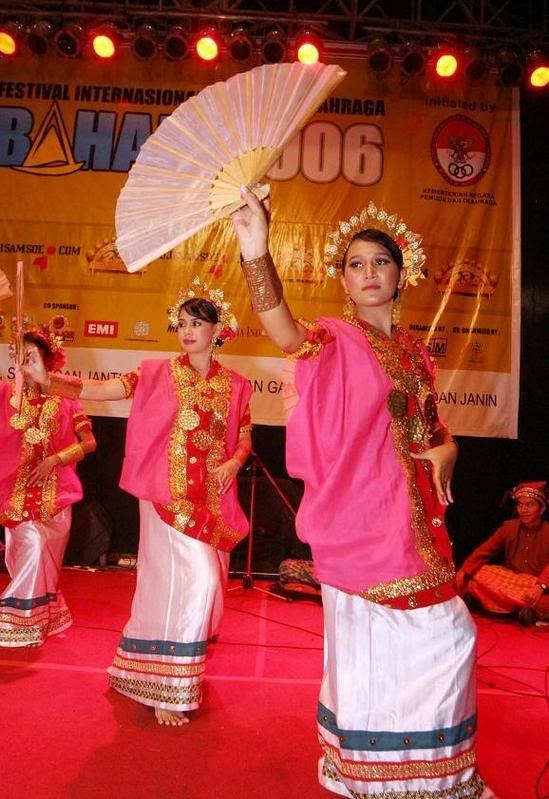 Tradisional Dresses of Makassar - Baju Bodo