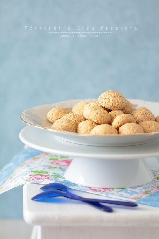 Ciasteczka fistaszkowe z otrębami na białkach @ wiemcojem