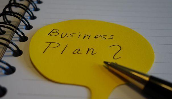 Il n'existe pas de modèle universel de business plan convenant à tous les projets, mais il doit comporter plusieurs éléments essentiels. Le point avec Lison Chouraki.